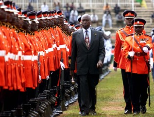 PRESIDENT MOI INSPECTS A GUARD OF HONOUR AT INDEPENDENCE DAY CELEBRATIONS.