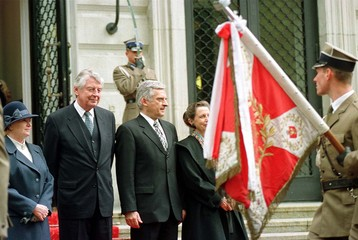 DUTCH PREMIER WIM KOK AND POLISH PREMIER JERZY BUZEK.