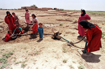 VILLAGERS OF DIYALA PROVINCE DRAW WATER FROM ARTESIAN WELLS.