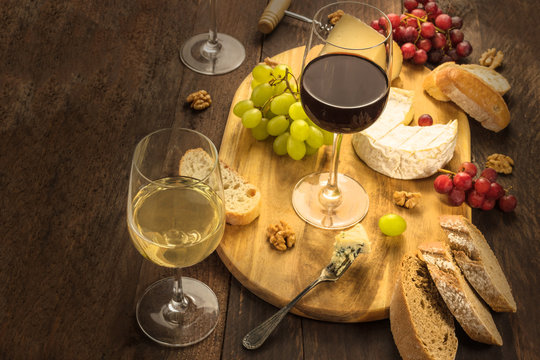 Wine and cheese tasting with bread and grapes
