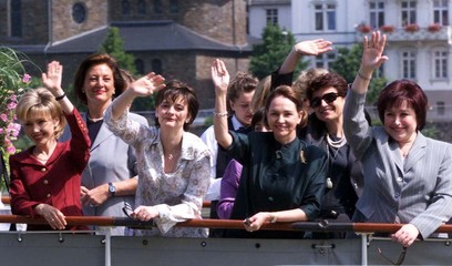 THE WIVES OF HEAD OF STATES WAVE DURING A RIVER RHINE TOUR IN ST GOA.