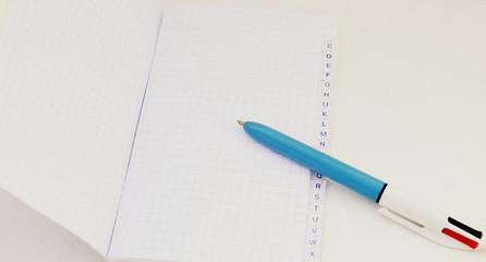 répertoire,et crayon,sur fond blanc