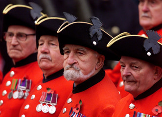 CHELSEA PENSIONERS MARCH PAST THE CENOTAPH IN CENTRAL LONDON.