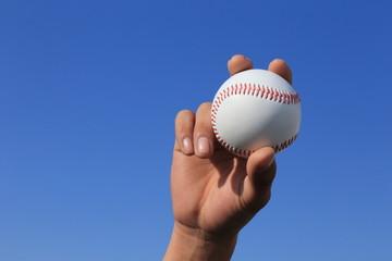 野球ボールを握る手