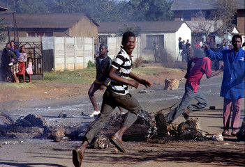Youths run away from South African police May 25 during clashs between Inkatha Freedom Party (IFP) a..