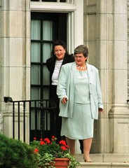 NEW FEDERAL MINISTERS CAPLAN AND MINNA LEAVE 24 SUSSEX AFTER MEETING WITH CHRETIEN.