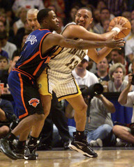 KNICKS CHARLIE WARD DEFENDS PACERS MARK JACKSON.