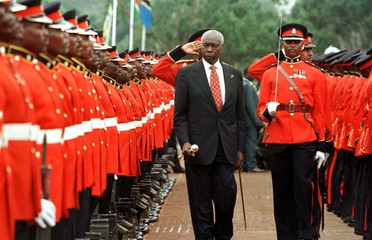 President Daniel arap Moi inspects the honour guard during his swearing in ceremony held in Nairobi'..