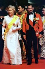 Visiting Queen Elizabeth II of Britain and Brunei Sultan Haji Hassanal Bolkiah, followed by Brunei C..