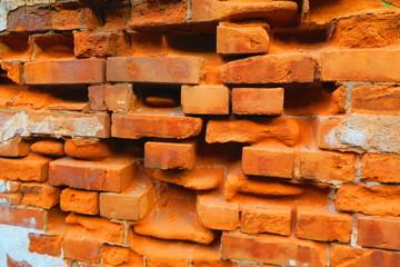古びたレンガ塀