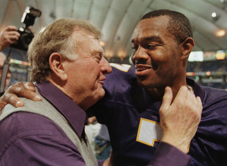 VIKINGS QB CUNNINGHAM WITH OWNER RED MCCOMBES.