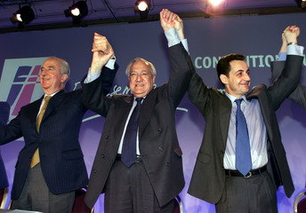 RPR PARTY LEADERS HOLD THEIR HANDS.