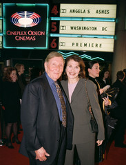REDSTONE AND LANSING AT PREMIER OF ANGELA'S ASHES IN WASHINGTON.