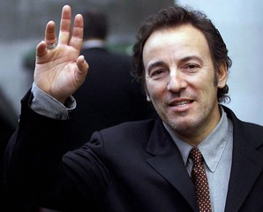 BRUCE SPRINGSTEEN WAVES AS HE LEAVES COURT IN LONDON.