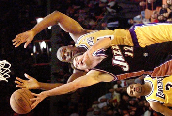 JAZZ STOCKTON SHOOTS IN FRONT OF LAKERS O'NEAL.