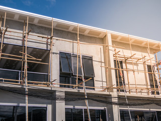 The house installs bamboo scaffold for construction