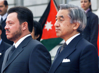 JORDANIAN KING ABDULLAH AL-HUSSEIN AND EMPEROR AKIHITO OF JAPAN AT WELCOMING CEREMONY IN TOKYO.