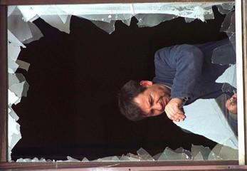 MAN REPAIRS BROKEN WINDOW IN PRISTINA.
