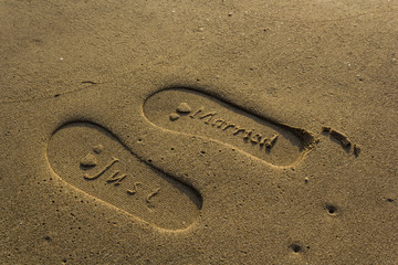 Just Married im Sand