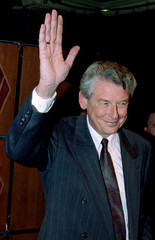 Dutch Labour Party leader (PVDA) Wim Kok acknowledges the applause from his party faithful during th..