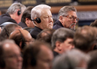 YELTSIN LISTENS AS CLINTON CRITICISES HIS CHECHEN POLICY.