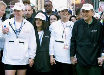 MAYOR GIULIANI STARTS BENEFIT RUN IN NEW YORK WITH CELEBRATIES.