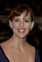 """Actress Jennifer Garner poses at the premiere of  the movie """"The Kingdom"""" in London's Leicester Square"""