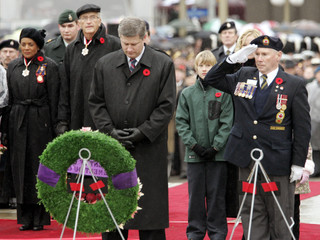 Canadian Prime Minister Stephen Harper lays a wreath during Remembrance Day ceremonies in Ottawa