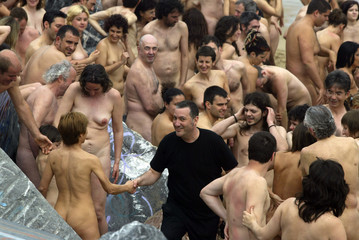 US photographer Tunick greets volunteers after photo session in San Sebastian