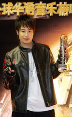 Taiwanese singer Wilber Pan poses award during Channel V Chinese Music Awards 2006 presentation in Hong Kong