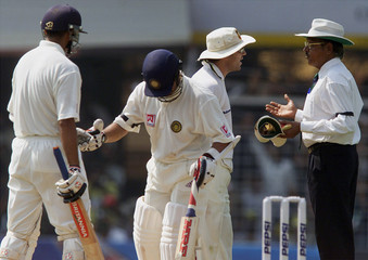 AUSTRALIA'S MICHAEL SLATER ARGUES WITH UMPIRE VENKAT AFTER A CATCH WAS DISALLOWED DURING THE FIRST ...