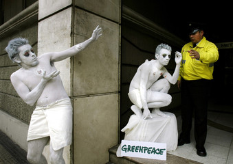 CHILEAN GREENPEACE ACTIVISTS DRAMATIZE THE POSSIBLE EFFECTS ON HUMANSHEALTH OF PCBs.