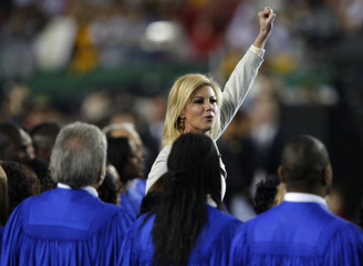 """Faith Hill gestures to the crowd after singing """"America the Beautiful""""prior to the NFL's Super Bowl XLIII football game in Tampa"""