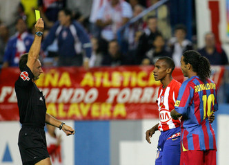 Referee shows yellow card to Barcelona's Ronaldinho during Spanish first division match against ...