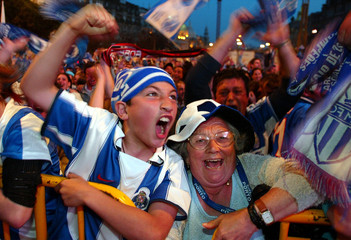 PORTO SUPPORTERS CELEBRATE THEIR TEAM'S VICTORY IN THE CHAMPIONS LEAGUE FINAL.