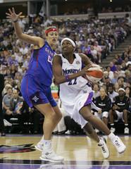Monarchs Walker drives to basket past Shock Riley during Game 3 of 2006 WNBA Finals in Sacramento
