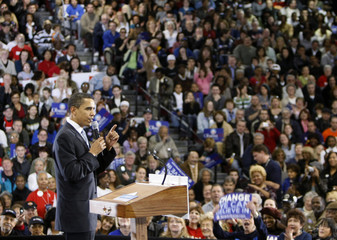 US Democratic presidential candidate Sen. Barack Obama (D-IL) speaks to supporters at Del Sol high school in Las Vegas