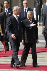 Swedish King Carl XVI Gustaf and Japanese Emperor Akihito attend a welcome ceremony at the Imperial Palace in Tokyo