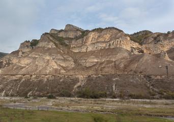 Горы, скалы и заброшенная горная дорога в Баксанской долине. Приэльбрусье, Россия.