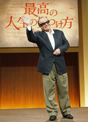"""Movie star Jack Nicholson greets reporters after a news conference to promote his movie """"The Bucket List"""" in Tokyo"""