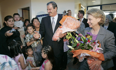 Mexican President Fox and Washington Governor Gregoire are greeted with flowers as they tour Sea Mar Community Health Center in Seattle
