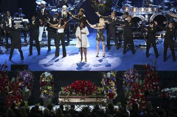 Jennifer Hudson sings during memorial service for Michael Jackson in Los Angeles