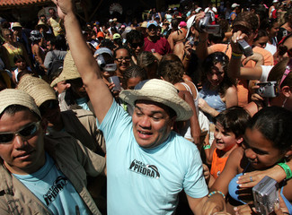 Venezuelan comedian and presidential candidate Benjamin Rausseo greets supporters in the island of Margarita