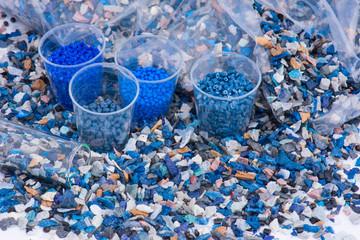 Plastik Mahlgut Testbecher und Kunststoffbeutel