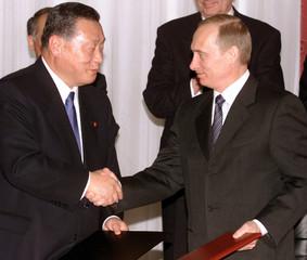 RUSSIAN PRESIDENT PUTIN AND JAPANESE PRIME MINISTER MORI MEET IN IRKUTSK.