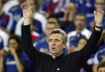 France's head coach Onesta reacts during game against South Korea at their Men's World Handball Championship match in Zagreb