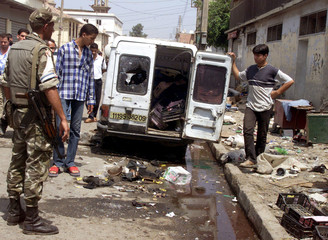PEOPLE LOOK AT WRECKAGE AFTER EXPLOSION KILLED AT LEAST 30 PEOPLE NEARALGIERS.