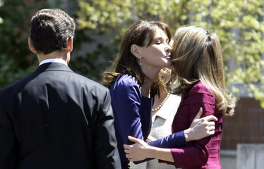 France's first lady Carla Bruni-Sarkozy kisses Spanish Princess Letizia before a luncheon at Zarzuela Palace