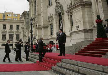 Peru's President Alan Garcia welcomes his Brazilian counterpart Luiz Inacio Lula da Silva after his arrival at the government palace in Lima