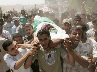 Palestinians carry the body of Hamas militant Emad Abu Ahjayer, who was killed by Israeli troops, during his funeral in Gaza